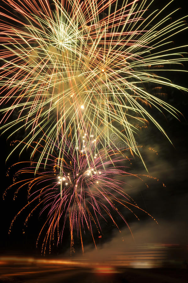 Fuochi d'artificio sui nuovi anni Eve fotografia stock