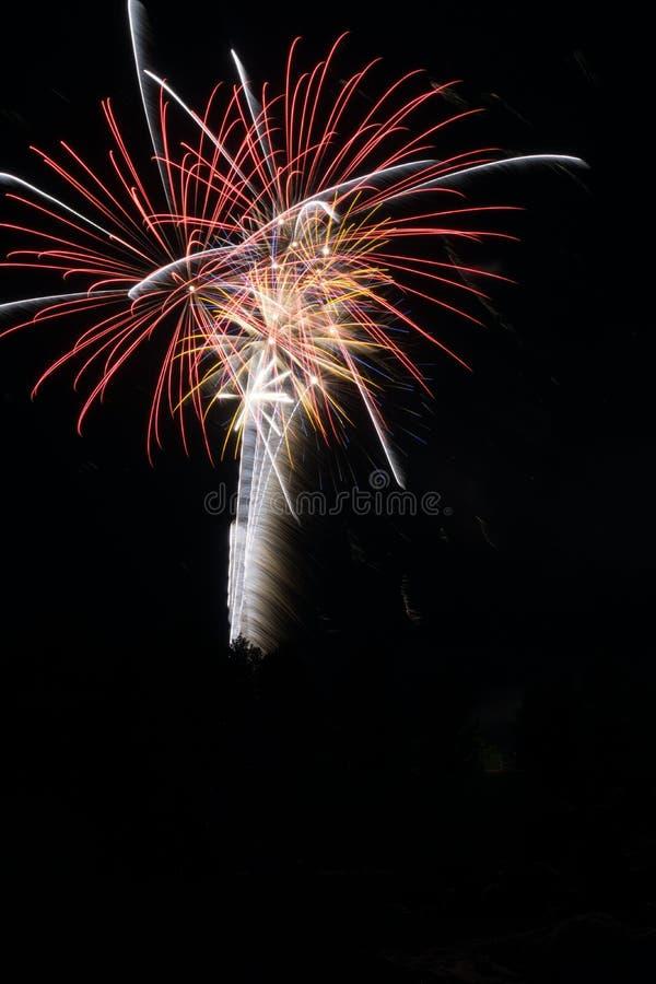 Fuochi d'artificio sul il quarto luglio fotografia stock libera da diritti