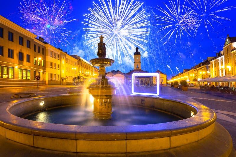 Fuochi d'artificio sulla città vecchia di Bialystok, Polonia fotografia stock