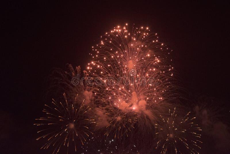Fuochi d'artificio sulla spiaggia fotografie stock