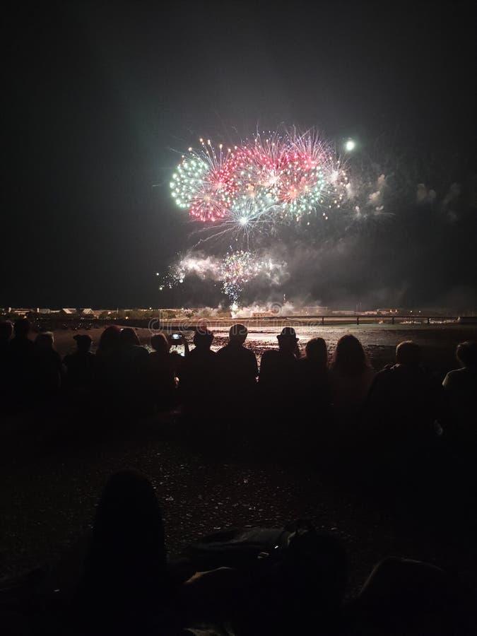 Fuochi d'artificio sulla spiaggia accanto a La Rochelle fotografie stock libere da diritti