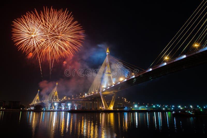 Fuochi d'artificio in Tailandia viva il re immagini stock