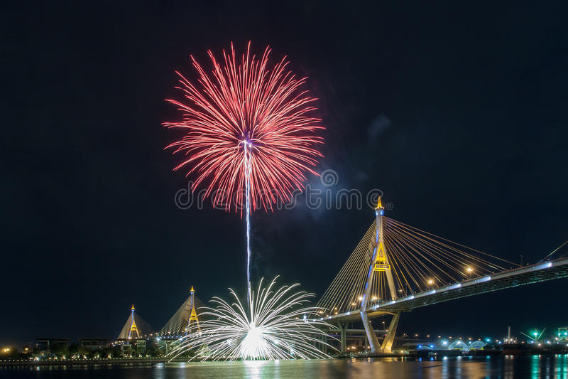 Fuochi d'artificio in Tailandia viva il re fotografia stock libera da diritti
