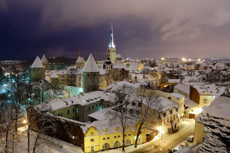 Fuochi dell'inverno vecchia Tallinn fotografia stock