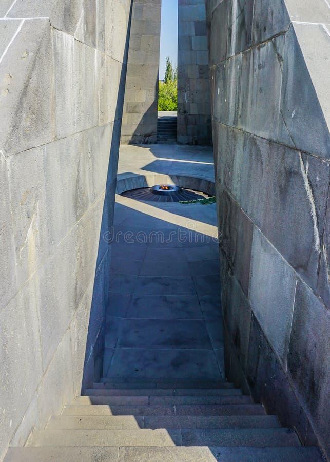 Fuoco complesso commemorativo di genocidio armeno di Yerevan Tsitsernakaberd immagini stock