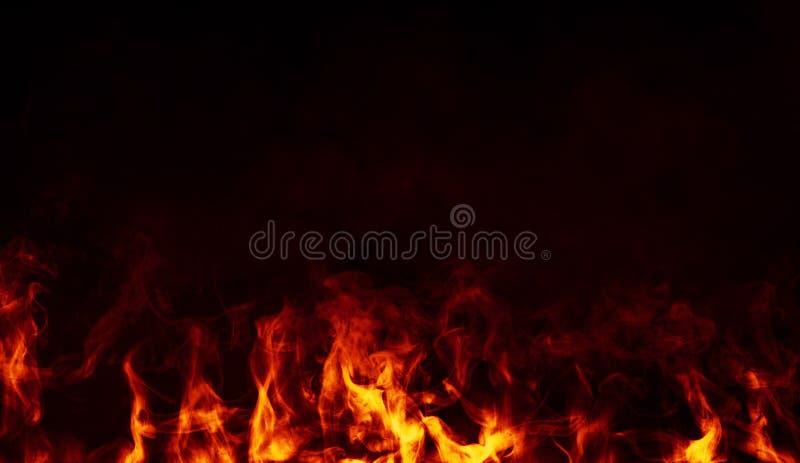 Fuoco con fumo su fondo isolato Sovrapposizioni di struttura immagini stock libere da diritti