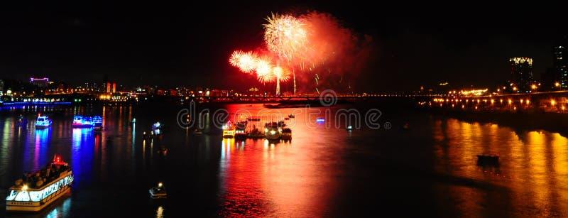 Fuoco d'artificio a Twatiutia (Taiwan) immagine stock
