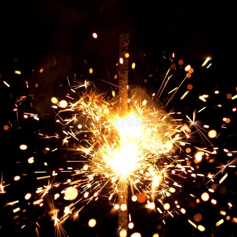 Fuoco d'artificio voluminoso fotografie stock libere da diritti
