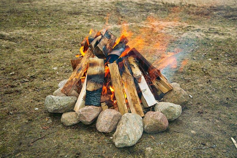 fuoco di accampamento immagine stock libera da diritti
