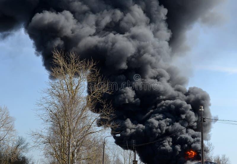Fuoco e fumo fotografie stock