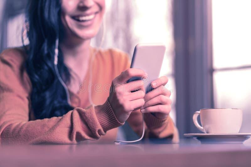 Fuoco selettivo di nuovo dispositivo mobile immagini stock libere da diritti