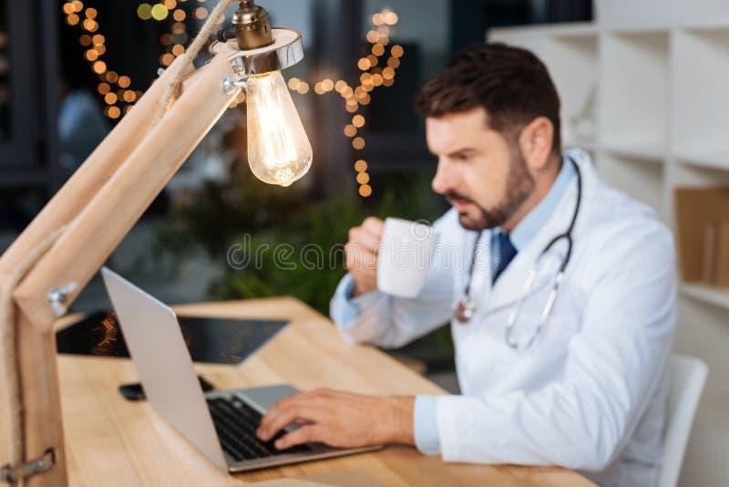 Fuoco selettivo di una lampadina fotografia stock
