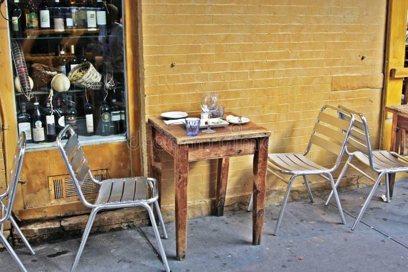 Fuori di piccolo ristorante fotografia stock libera da diritti