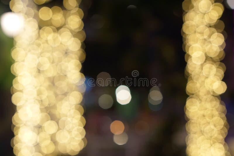 Fuori luce notturna del fuoco con il fondo astratto del bokeh immagine stock libera da diritti