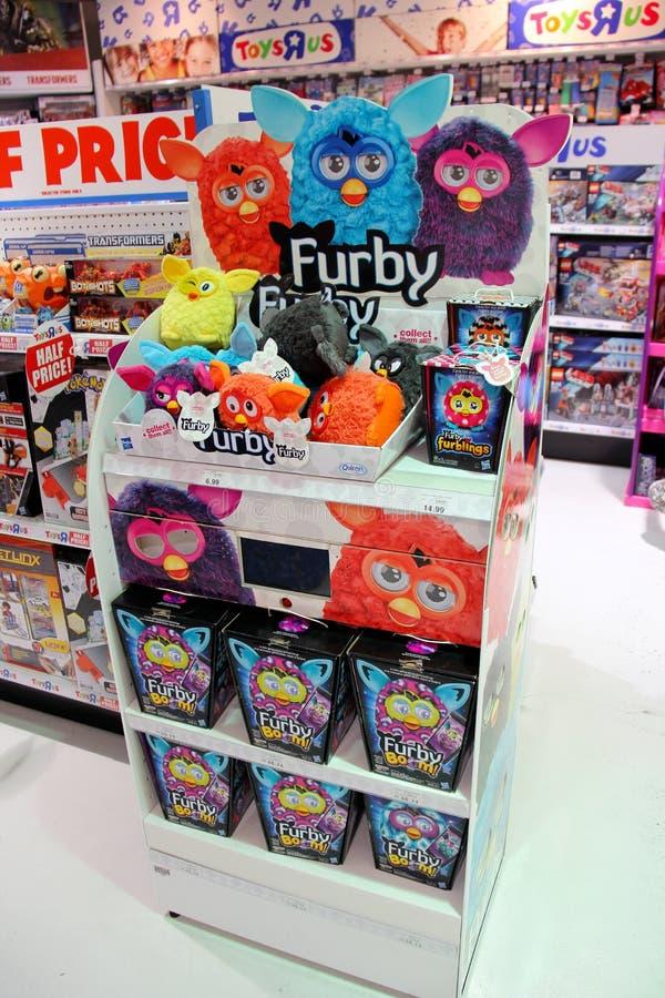 Furbys в магазине Toysrus стоковые фотографии rf