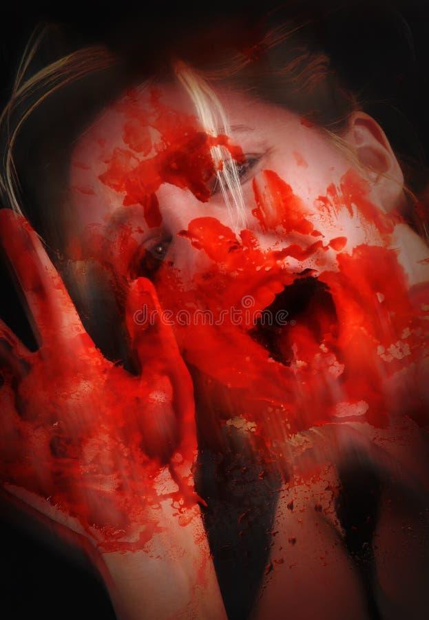 Furchtsame blutige Frau in der Grausigkeit lizenzfreie stockfotos
