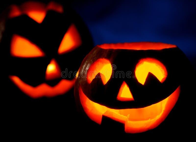 Furchtsame Halloween-Kürbise Steckfassung-Olaterne lizenzfreie stockfotos