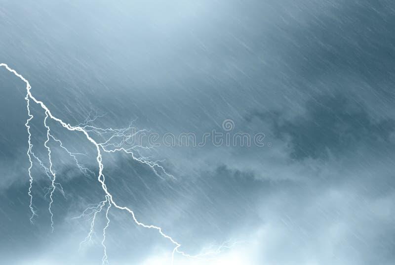 Furchtsame Wolken lizenzfreies stockbild