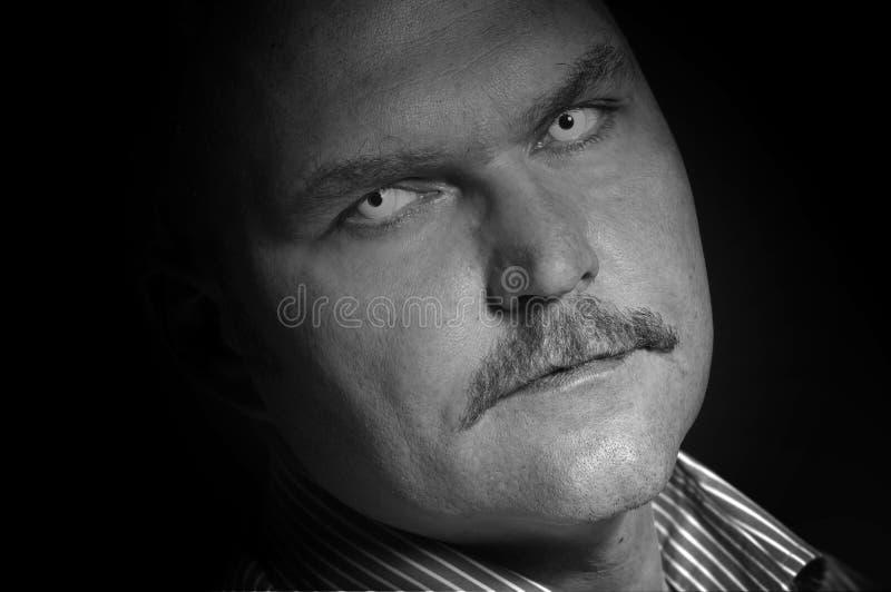 Furchtsamer Mann stockfoto