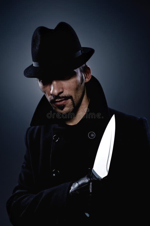 Furchtsamer Mann mit einem Messer lizenzfreies stockbild