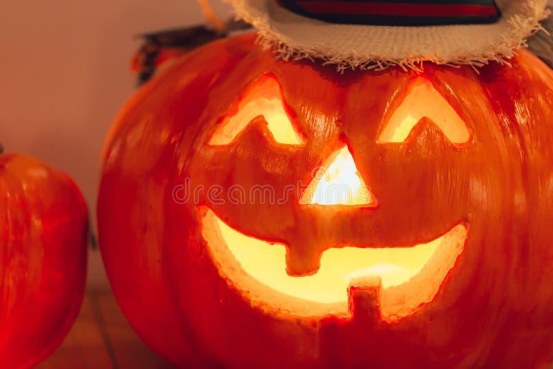 Furchtsames Gesicht des Halloween-Kürbises stockfotografie