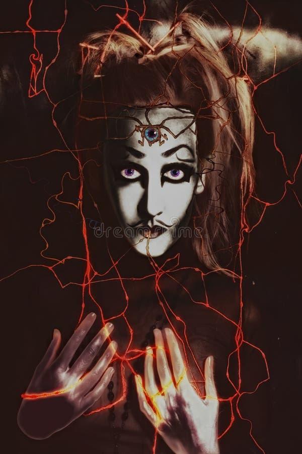 Furchtsames Portrait der Frau mit drittem Auge in der Stirn lizenzfreie abbildung