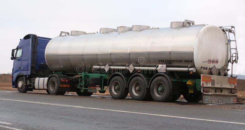 Furgon odtransportowywa benzynę obrazy royalty free