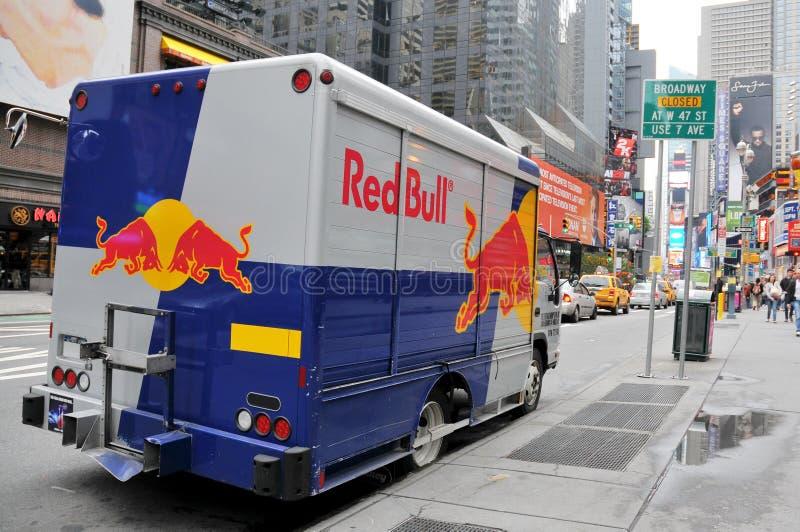 Furgoneta de Red Bull estacionada en el Broadway fotografía de archivo libre de regalías