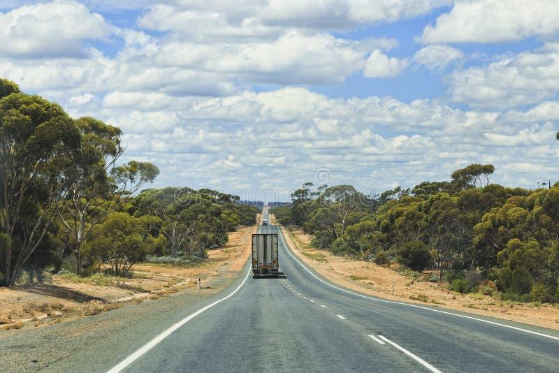 Furgoneta del camión del largo camino de WA fotografía de archivo