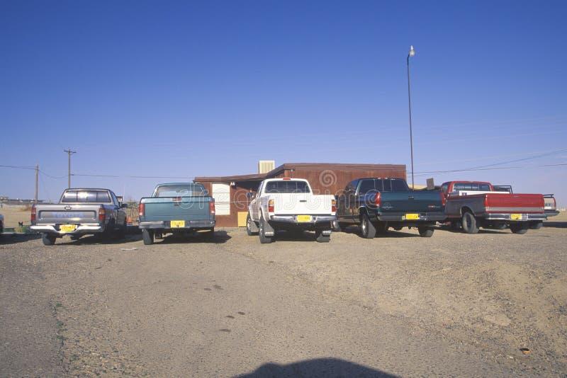 Furgonetki na Navajo Indiańskiej rezerwaci w Shiprock, NM fotografia royalty free