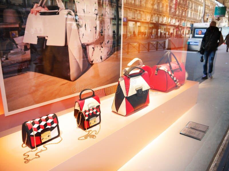 Furla bolsos escaparate Printemps marzo de 2016 imágenes de archivo libres de regalías