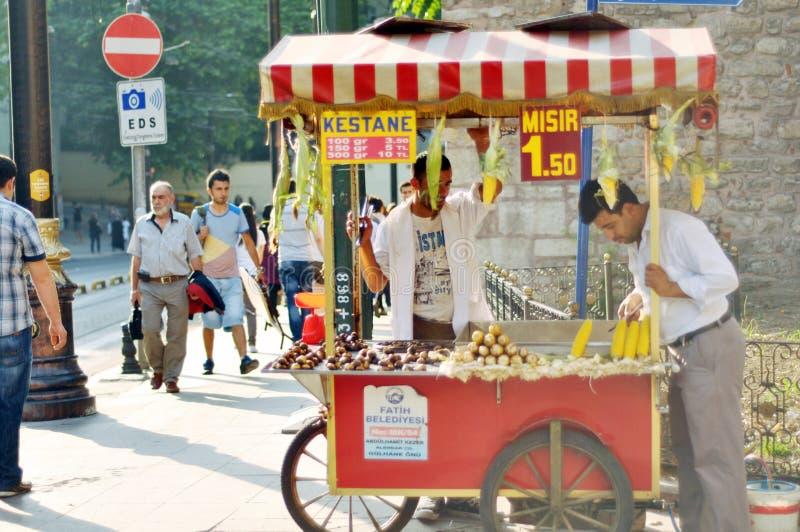 Furmani z jedzeniem na ulicie Istanbuł zdjęcia royalty free
