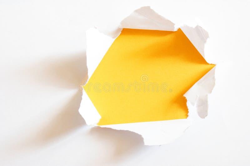 Furo amarelo no papel foto de stock royalty free