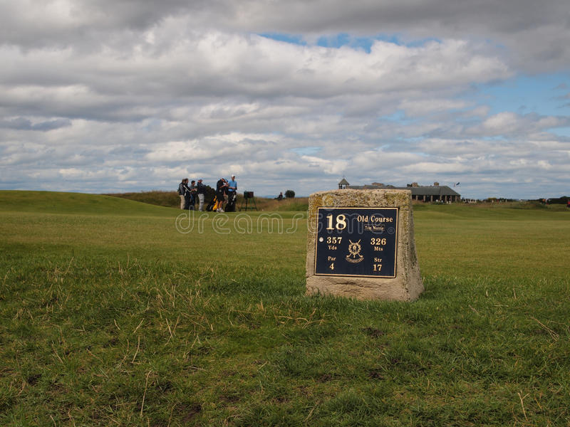 Furo do campo de golfe do St Andrews Links Old Course 18o foto de stock