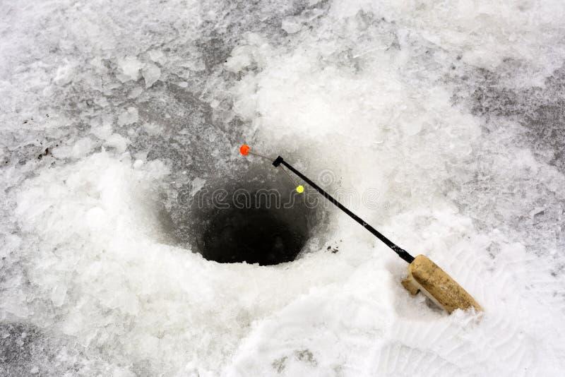 Furo no gelo, um polo curto para a pesca do gelo, multi-colorido, YE imagem de stock royalty free