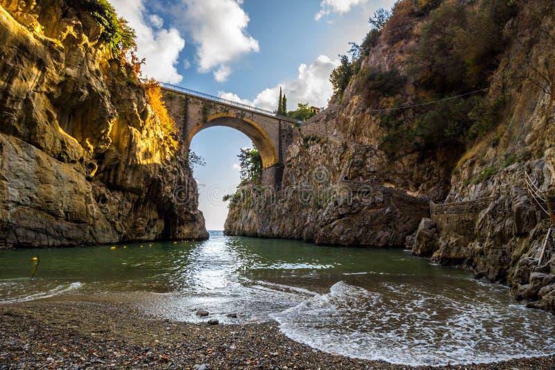Furore sulla costa di Amalfi vicino a Napoli in Italia fotografie stock