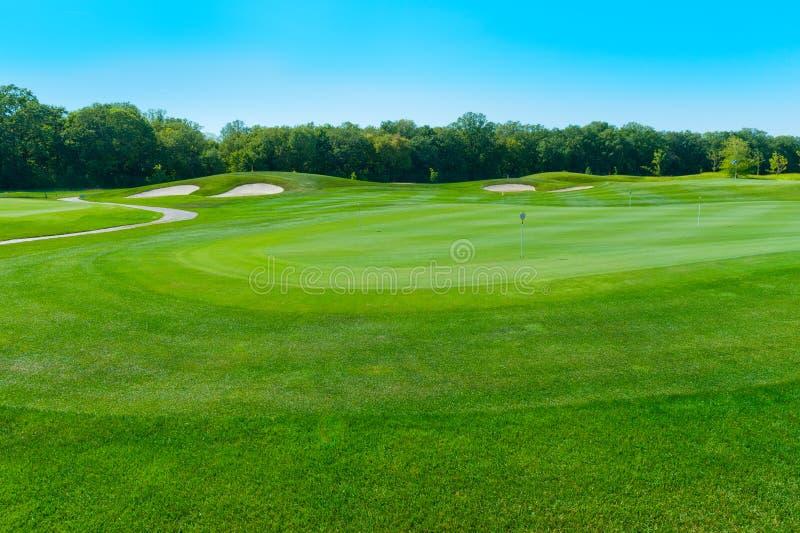 Furos e depósitos no campo de golfe fotos de stock royalty free