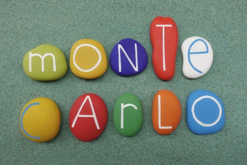 Furstendöme av Monaco, landsnamn som komponeras med mång- kulöra havsstenar över grön sand royaltyfri illustrationer