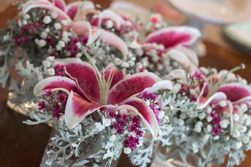 Fuschia Flower Wedding Centerpieces fotografia stock libera da diritti