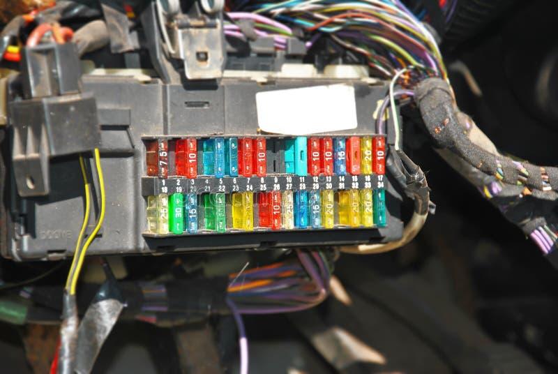 Fusebox met verbindingsdraden stock afbeelding