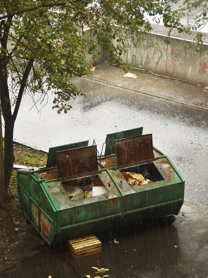 Fuselage de ramassage d'ordures image libre de droits