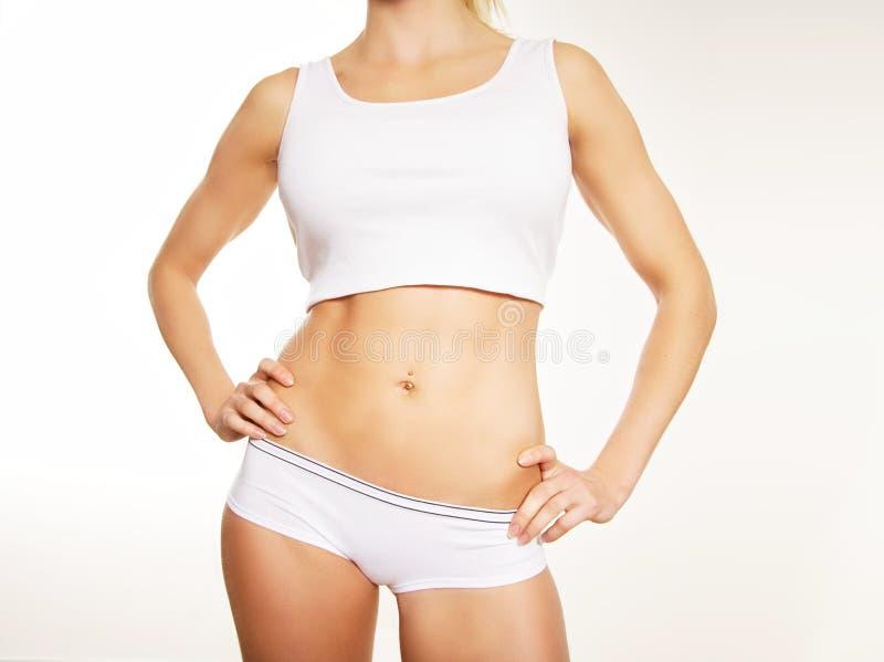 Fuselage sportif d'un femme d'isolement sur le blanc image stock