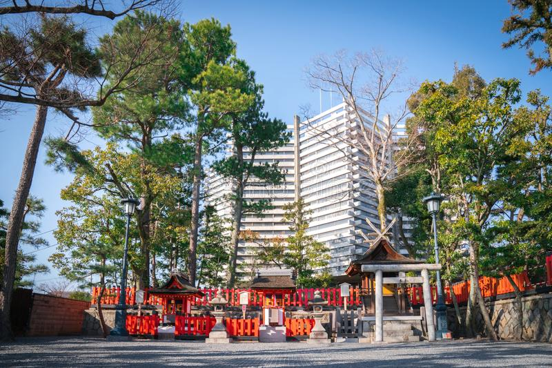 Fushimi Inari świątyni Azjatycka świątynia w Japonia (Fushimi Inari Taisha) Japoński język przy etykietką, sztandarem/znaczy Fush fotografia royalty free