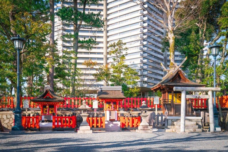 Fushimi Inari świątyni Azjatycka świątynia w Japonia (Fushimi Inari Taisha) Japoński język przy etykietką, sztandarem/znaczy Fush obraz royalty free