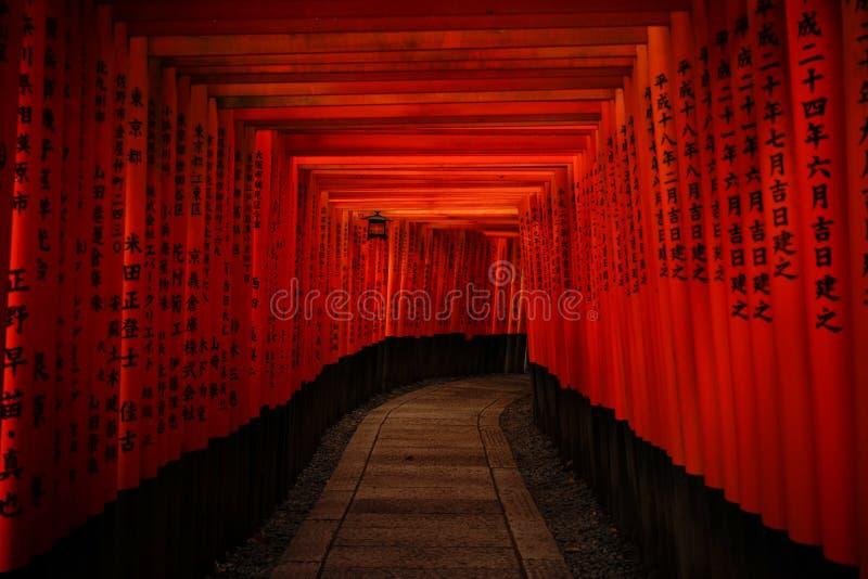 Fushimi Inari Taisha en Kyoto, Japón fotos de archivo