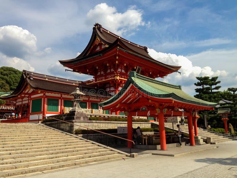 Fushimi Inari taisharelikskrin i Kyoto, Japan royaltyfri bild