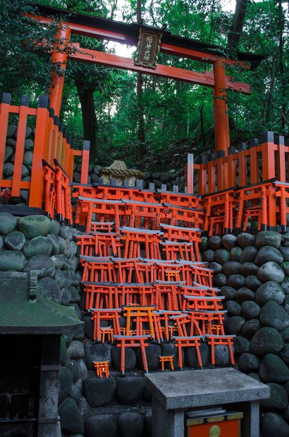 fushimi zakazuje inari torii zdjęcie royalty free