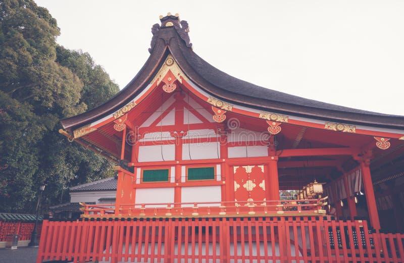 Fushimiinari Taisha ShrineTemple i Kyoto, Japan (filtrerad ima royaltyfri fotografi