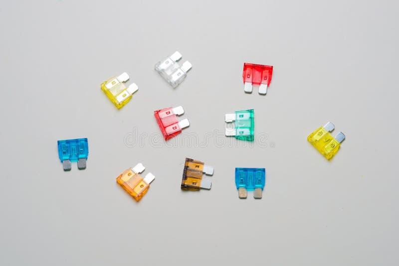 Fusible de voiture Fusibles des véhicules à moteur électriques colorés photos stock