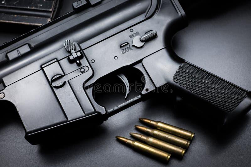 Fusil d'assaut M4A1 sur le fond noir photo stock